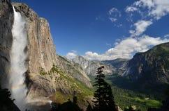Yosemite górni Spadek i Yosemite Dolina Zdjęcia Stock
