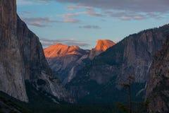 Yosemite Halve Koepel bij Zonsondergang Royalty-vrije Stock Afbeeldingen