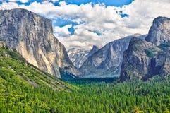 Yosemite-Landschaft mit halber Haube und EL Capitan Stockbilder