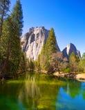 Yosemite Merced flod och halv kupol i Kalifornien Royaltyfria Foton