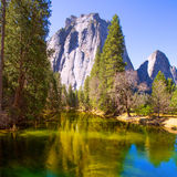 Yosemite Merced rzeka i połówki kopuła w Kalifornia Zdjęcia Stock