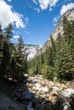 Yosemite Nationaal Park, Merced-Rivier bij Mistsleep royalty-vrije stock fotografie