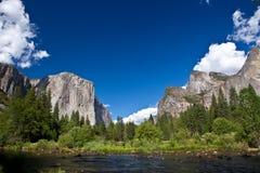 Yosemite nationalpark, Merced flod Arkivfoto