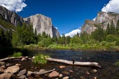 Yosemite nationalpark, Merced flod Arkivbild