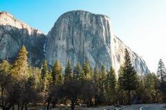 Yosemite Nationalpark Snowy-Berge lizenzfreie stockfotos