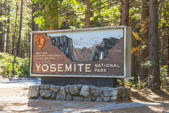 Yosemite Nationalpark unterzeichnen herein den Eingang, Kalifornien, USA Lizenzfreies Stockbild