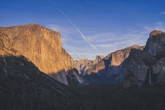 Yosemite nationalparkdal från tunnelsikt arkivfoton