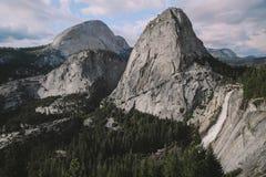 Yosemite - Nevada Falls Trail Arkivbilder