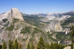 Yosemite och toppig bergskedja Nevadas Fotografering för Bildbyråer