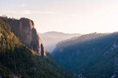 Yosemite-Park bei Sonnenuntergang stockbilder