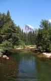 Yosemite Park Narodowy: Merced Rzeka i Połówki Kopuła Obraz Royalty Free