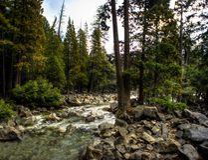 Yosemite park narodowy, skalisty, Merced rzeka, HDR obraz stock