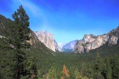 Yosemite parkerar - Kalifornien Fotografering för Bildbyråer