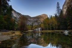 Yosemite reflexion sjö Arkivbild