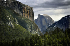 Yosemite& x27;s Iconic Half Dome Looms Beyond Steep Valley Walls Stock Photography