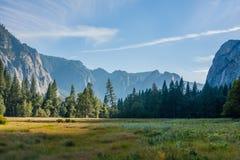 Yosemite solnedgångsikt av dalen Arkivbild