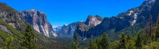 Yosemite-Tal panoramisch Lizenzfreies Stockbild