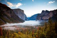 Yosemite-Tal von der Tunnel-Ansicht stockfotos