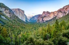 Yosemite-Talansicht Lizenzfreie Stockfotografie