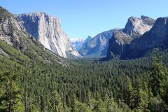 Yosemite Valley. El Capitan to the left, Bridaveil Fall to the right, and the rest of Yosemite Valley behind Tunnel View provides one of the most famous views of Stock Photos
