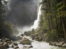 Yosemite valt op het sluiten royalty-vrije stock afbeeldingen