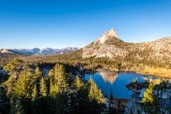 Yosemites backcountry an der goldenen Stunde lizenzfreie stockfotos