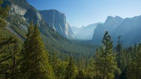 Yosemites Hälftehaube Stockbilder