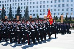 Yoshkar-Ola, Ρωσία - 9 Μαΐου 2016 Παρέλαση νίκης Οι στρατιώτες καταδεικνύουν την ετοιμότητά τους να υπερασπίσουν την πατρίδα τους στοκ φωτογραφίες