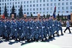 Yoshkar-Ola, Rússia - 9 de maio de 2016 Parada da vitória Os soldados demonstram sua prontidão para defender sua pátria Imagens de Stock Royalty Free