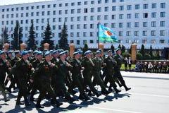 Yoshkar-Ola, Rússia - 9 de maio de 2016 Parada da vitória Os soldados demonstram sua prontidão para defender sua pátria Imagem de Stock Royalty Free