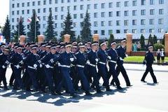 Yoshkar-Ola, Rússia - 9 de maio de 2016 Parada da vitória Os soldados demonstram sua prontidão para defender sua pátria Fotos de Stock