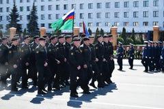 Yoshkar-Ola, Rússia - 9 de maio de 2016 Parada da vitória Os soldados demonstram sua prontidão para defender sua pátria Foto de Stock Royalty Free