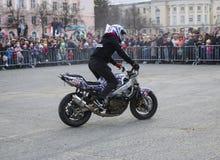 YOSHKAR-OLA, RUSIA - 5 DE MAYO DE 2018: Motoshow en la central squar foto de archivo libre de regalías