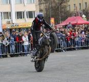 YOSHKAR-OLA, RUSIA - 5 DE MAYO DE 2018: Motoshow en la central squar fotografía de archivo
