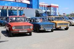 YOSHKAR-OLA, RUSIA, EL 2 DE JUNIO DE 2019: Exposición del auto y de la motocicleta - festival - exposición de la CUMBRE 2019 de Y imagen de archivo