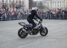 YOSHKAR-OLA, RUSLAND - MEI 5, 2018: Motoshow in centrale squar royalty-vrije stock foto