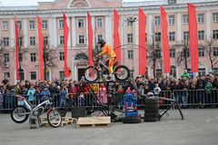 YOSHKAR-OLA, RUSSIA - MAY 5, 2018: Motoshow in the central square of the city. Tricks on a motorcycle, stuntmen, Stunt Riding. YOSHKAR-OLA, RUSSIA - MAY 5, 2018 Stock Photography