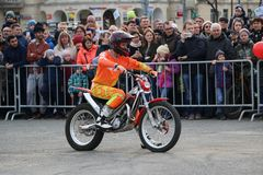 YOSHKAR-OLA, RUSSIA - MAY 5, 2018: Motoshow in the central square of the city. Tricks on a motorcycle, stuntmen, Stunt Riding. YOSHKAR-OLA, RUSSIA - MAY 5, 2018 Stock Image