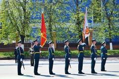 Yoshkar-Ola Ryssland - Maj 9, 2016 Segern ståtar Soldater visar deras beredskap för att försvara deras hemland royaltyfri fotografi