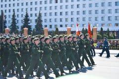 Yoshkar-Ola Ryssland - Maj 9, 2016 Segern ståtar Soldater visar deras beredskap för att försvara deras hemland arkivfoto