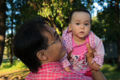 Youg man holding his daughter, close up portrait in the Park Royalty Free Stock Photos