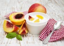 Yougurt met perziken Royalty-vrije Stock Afbeelding