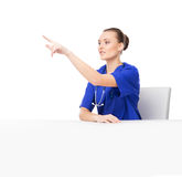 A youmg female medical worker pointing at something Royalty Free Stock Photos