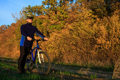 Young adult cyclist riding mountain bike in the countryside Stock Photography