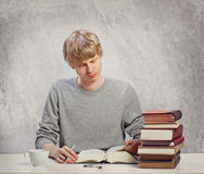 Young Adult Reading Royalty Free Stock Photos