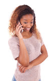 Young African American woman making a phone call on her smartphone Royalty Free Stock Photos