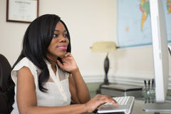 Young African-American women wokring in the office Royalty Free Stock Photography