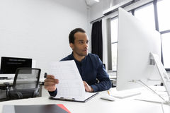Young african business man sitting at his desk Royalty Free Stock Photos