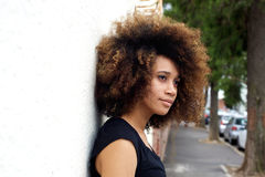 Young african woman leaning against wall Royalty Free Stock Photos