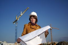 Young architect in front of construction site Royalty Free Stock Photos